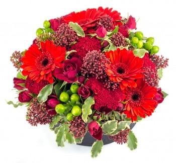 Composition basse avec roses rouges et fleurettes rouges pour Saint Valentin