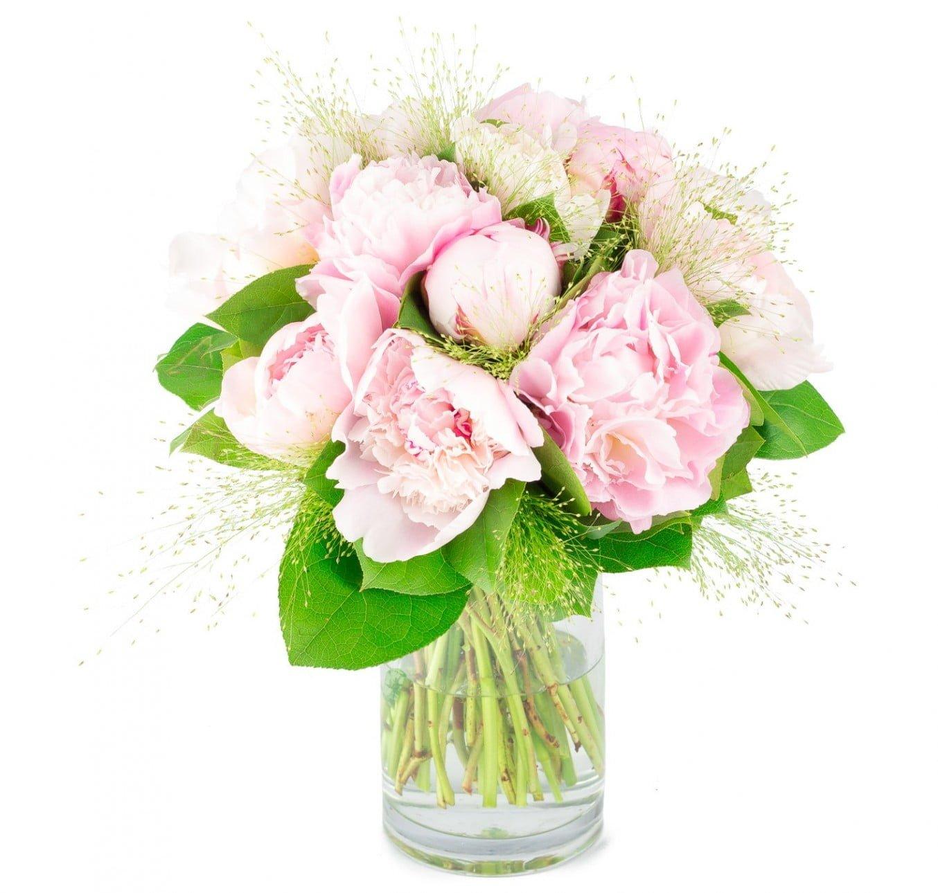 Bouquet de pivoines roses avec graminées et feuillage