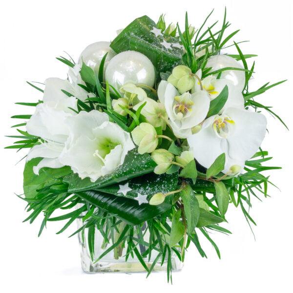 bouquet hivernal composé d'amaryllis, d'hellébore, d'orchidées avec décoration et travail de feuillage
