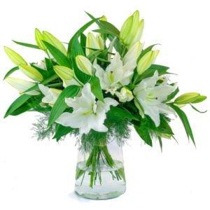 bouquet de lys orientaux blancs avec feuillage
