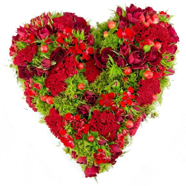 Love : Cœur avec roses rouges pour la Saint Valentin